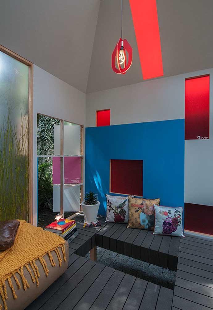 O espaço interno da casa na árvore pode ser decorado para atender às suas necessidades. Portanto, faça tudo do seu jeitinho.