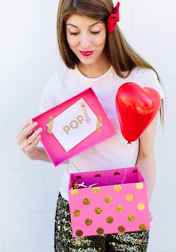 Você quer opções de lembrancinhas baratas para o Dia dos Namorados? Prepare uma caixinha surpresa para o seu amor.