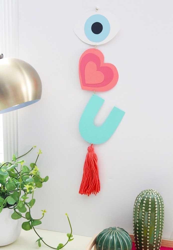 Você sabia que é possível fazer lembrancinha Dia dos Namorados em eva? Basta usar a sua criatividade.