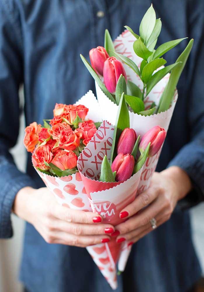 Ao invés de entregar apenas um buquê de flores, que tal presentear a sua amada com três buquês?