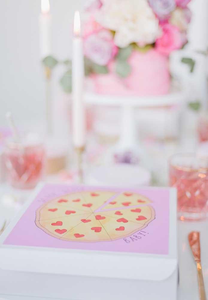Você quer agradar o seu amor pela boca? Que tal entregar uma pizza como lembrancinha do Dia dos Namorados, mas com uma embalagem personalizada?