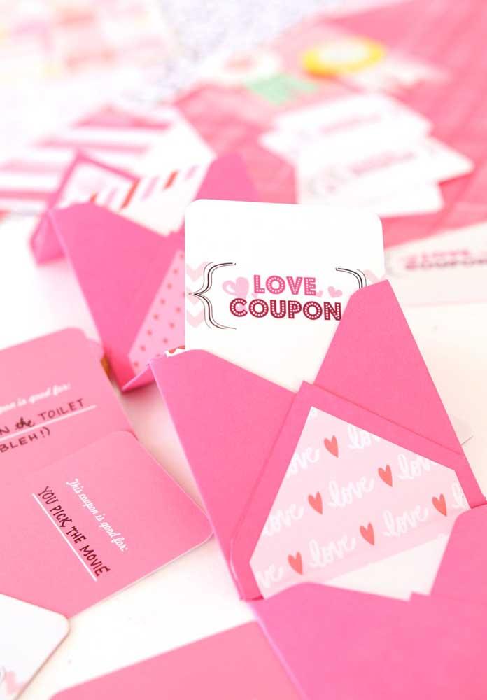 O que acha de fazer uma lembrancinha Dia dos Namorados no formato de cupom?