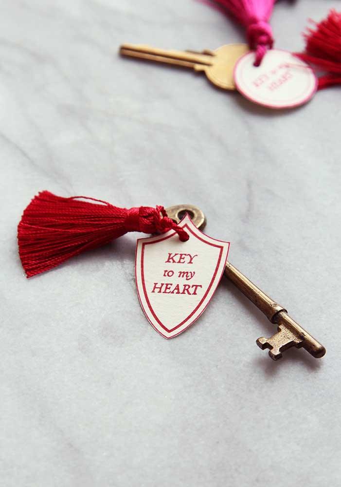 """Prepare um chaveiro para seu amado com a frase """"chave do meu coração""""."""