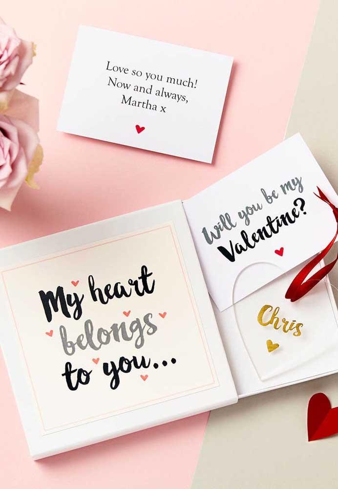 Existem várias opções de lembrancinhas para namorado com papel. É só você se inspirar para fazer algo diferenciado.