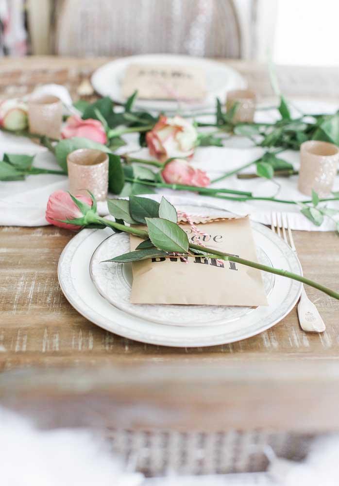 Na hora de organizar a mesa do jantar do Dia dos Namorados, já deixe na mesa a lembrancinha para seu namorado.