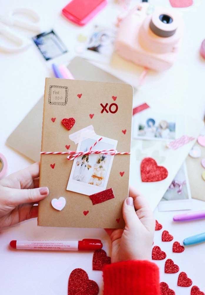 Mas se você é uma pessoa que gosta de ser criativo, então use toda a sua imaginação para fazer uma lembrancinha especial do Dia dos Namorados.