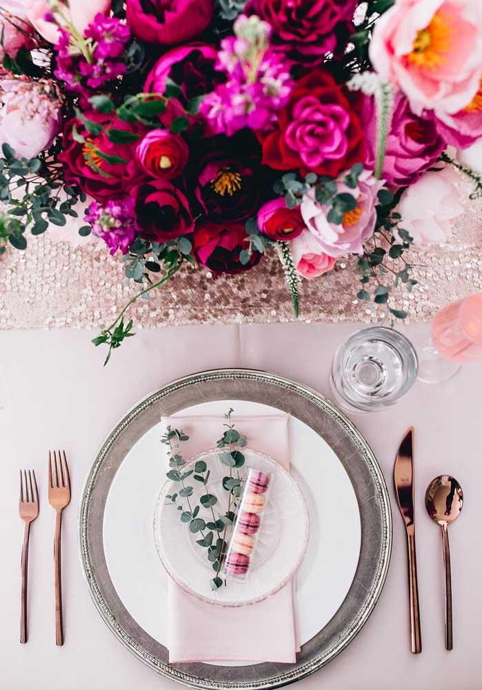 A lembrancinha do Dia dos Namorados também pode servir como decoração da mesa de jantar.