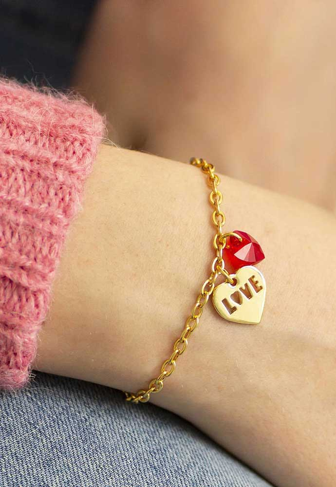No Dia dos Namorados pense em uma lembrancinha que tenha algum significado para o seu amor.