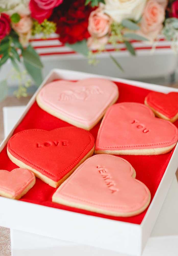 E essa caixinha de biscoitos no formato de coração, quem resiste? Seu amor vai adorar receber essa lembrancinha no Dia dos Namorados.