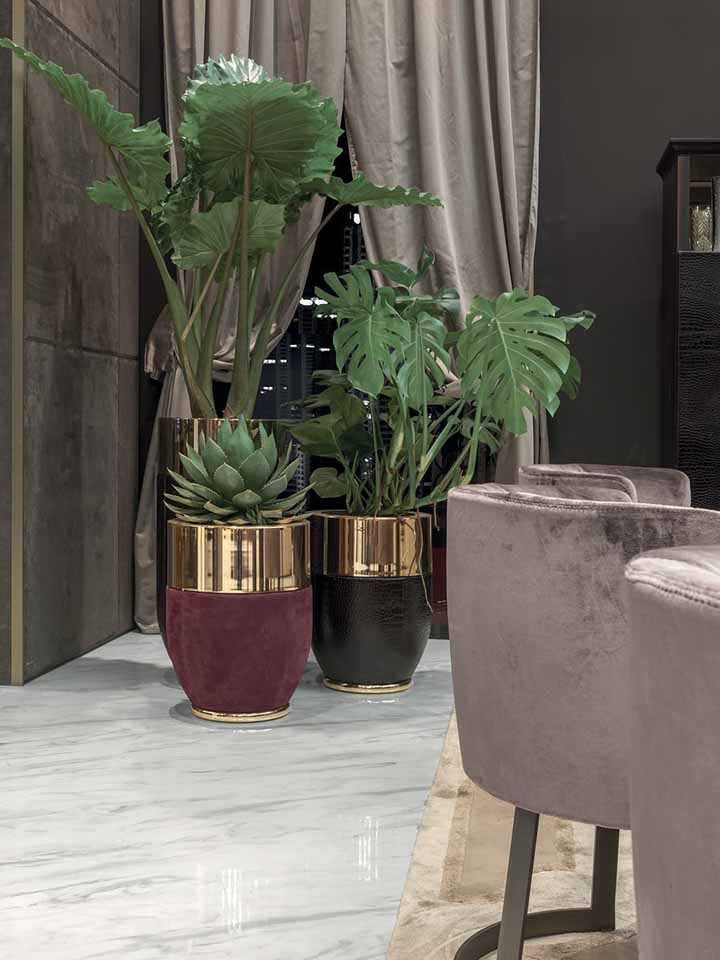 Uma embalagem de amaciante pode ganhar função de vaso se receber uma pintura bem legal