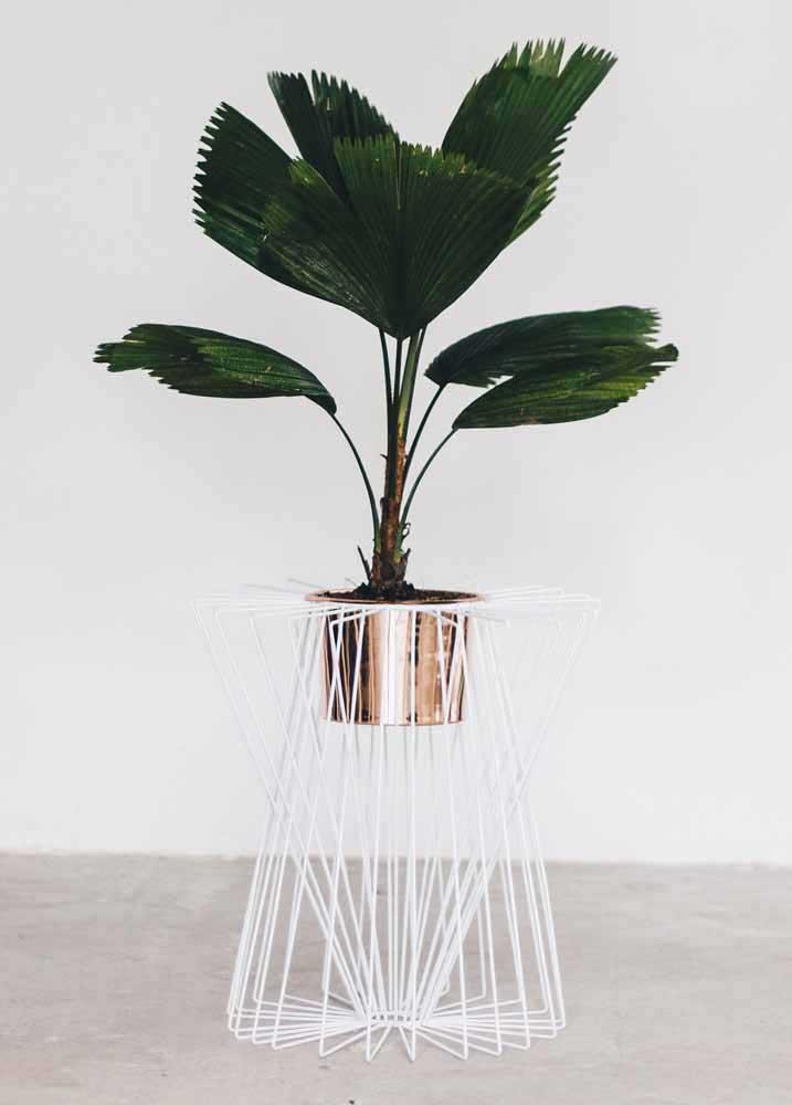 Invista em uma pintura diferenciada para o seu vaso reciclado