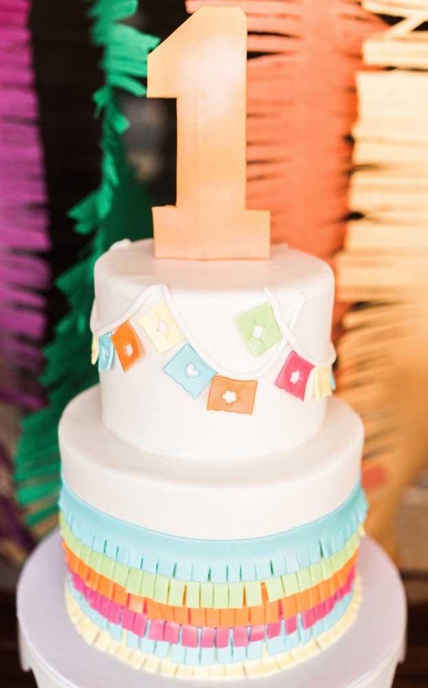"""Aniversário de um ano com o tema """"Festa no Céu""""; repare na delicadeza do bolo, sem sair da proposta do tema"""