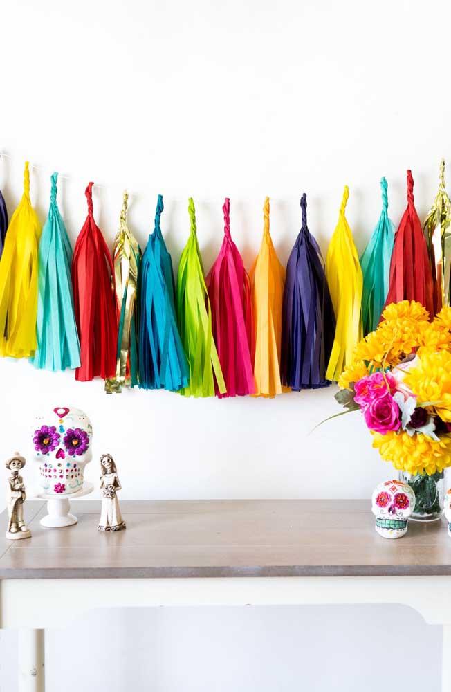 """Uma decoração simples, mas que vai de encontro a proposta colorida do tema """"Festa no Céu"""""""