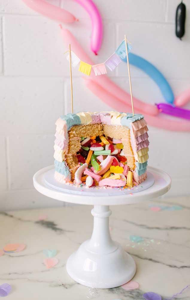 """E o que acha de um bolo surpresa para a """"Festa no Céu""""?"""