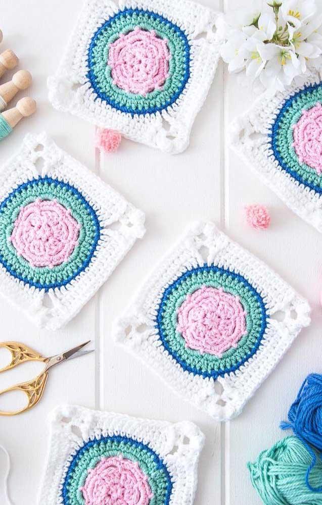 Já por aqui a ideia foi fazer todos os guardanapos de crochê iguais