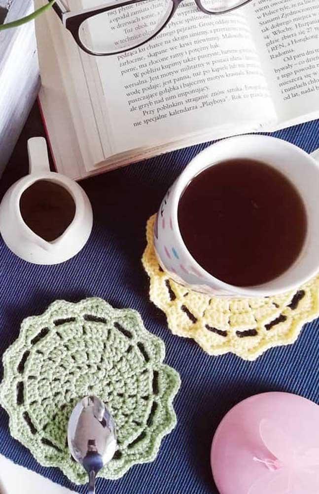 Guardanapo de crochê redondo pequeno e super simples, ideal para quem ainda está começando na técnica