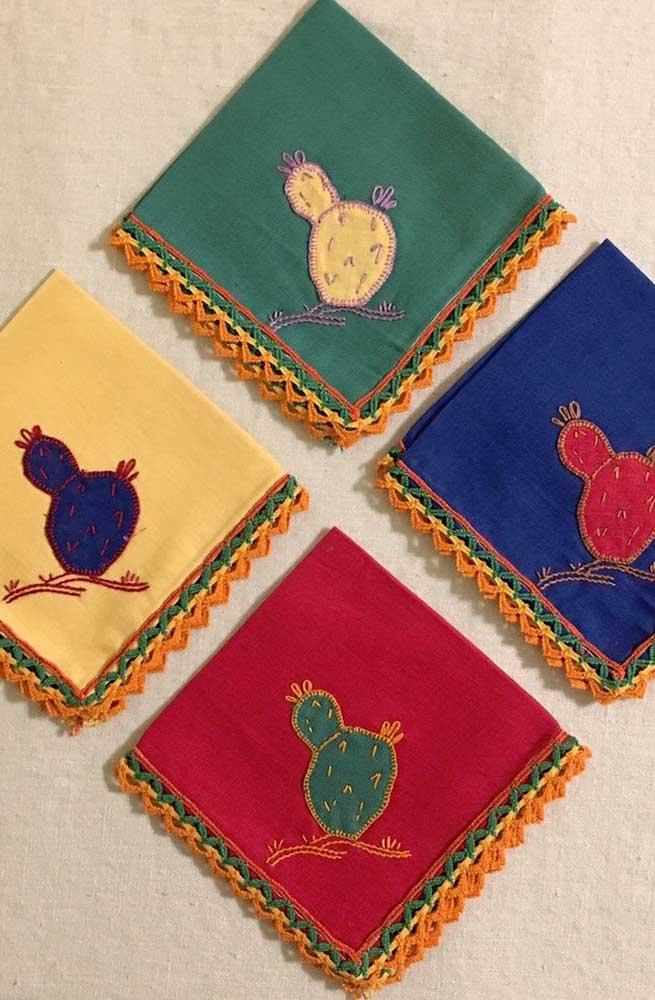 Bordado e crochê transformam esses guardanapos em peças cobiçadas