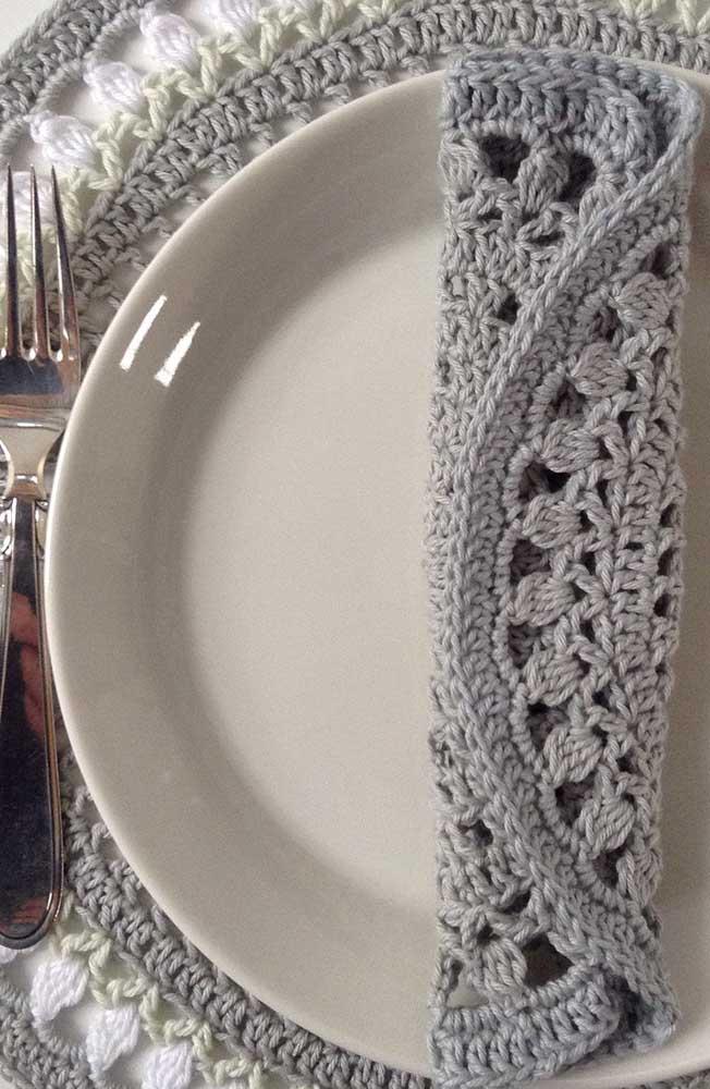 Mais uma linda inspiração de conjunto de guardanapo e sousplat de crochê