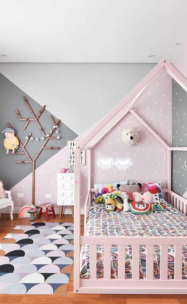 Tapete emborrachado nas cores da decoração do quarto de menina