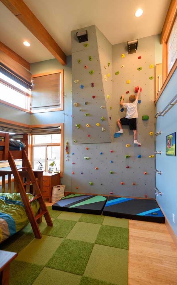 Em uma espessura maior, esses tapetes emborrachados ajudam a amortecer os impactos de uma possível queda