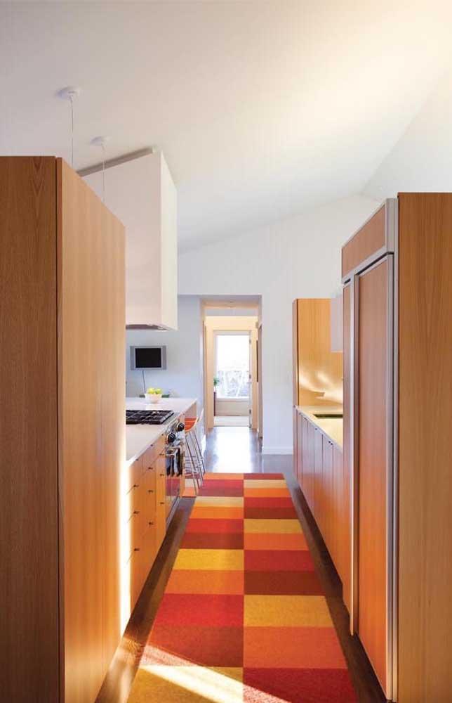 Olha que modelo diferente e original de tapete emborrachado para cozinha!