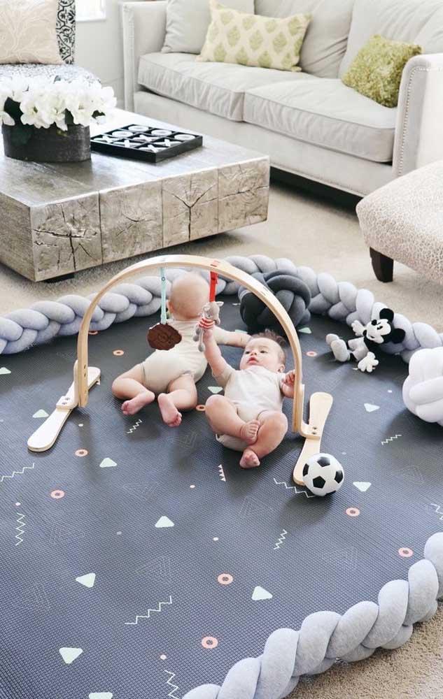Que cantinho perfeito e seguro para o bebê brincar e descobrir o mundo ao seu redor!