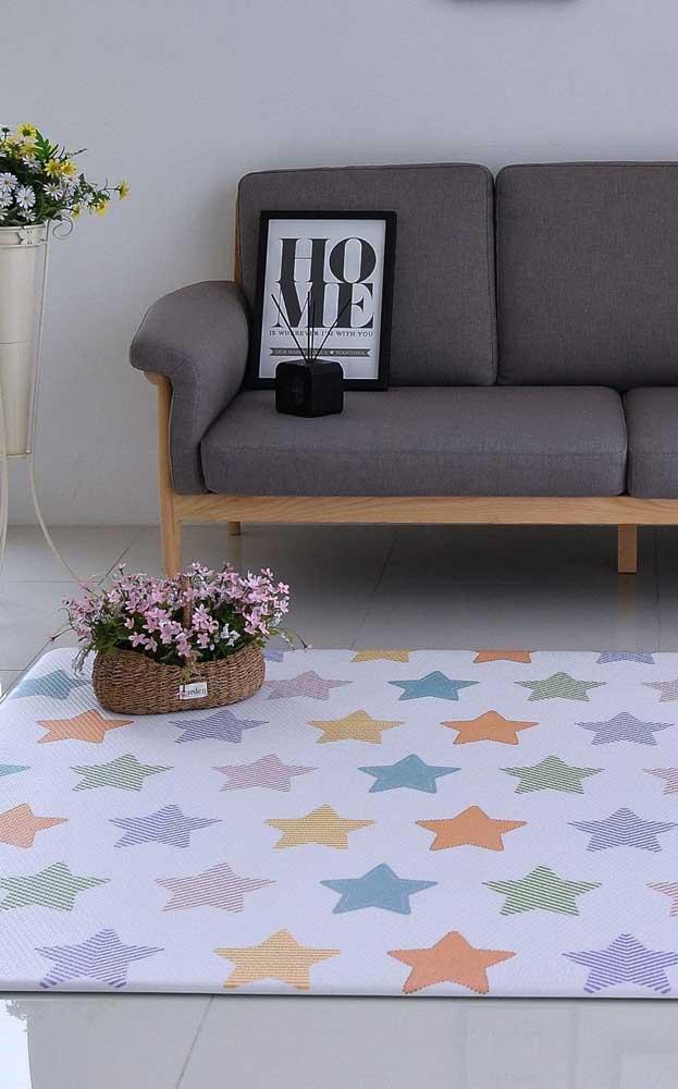 Uma opção de tapete emborrachado mega fofa para ser usada na sala de estar