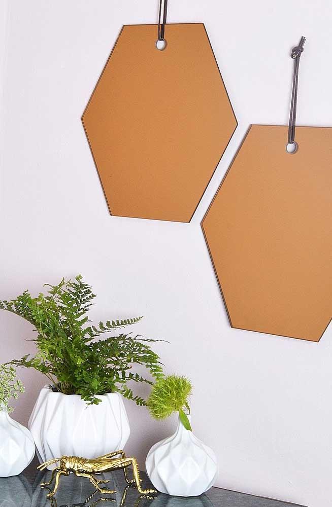 Um jeito simples e inusitado para instalar o espelho bronze na parede