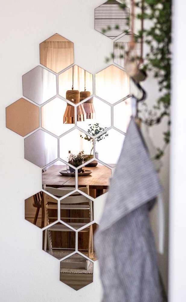 Que linda sugestão de composição de espelhos na parede! A ideia aqui foi mesclar o espelho bronze com o espelho cinza convencional
