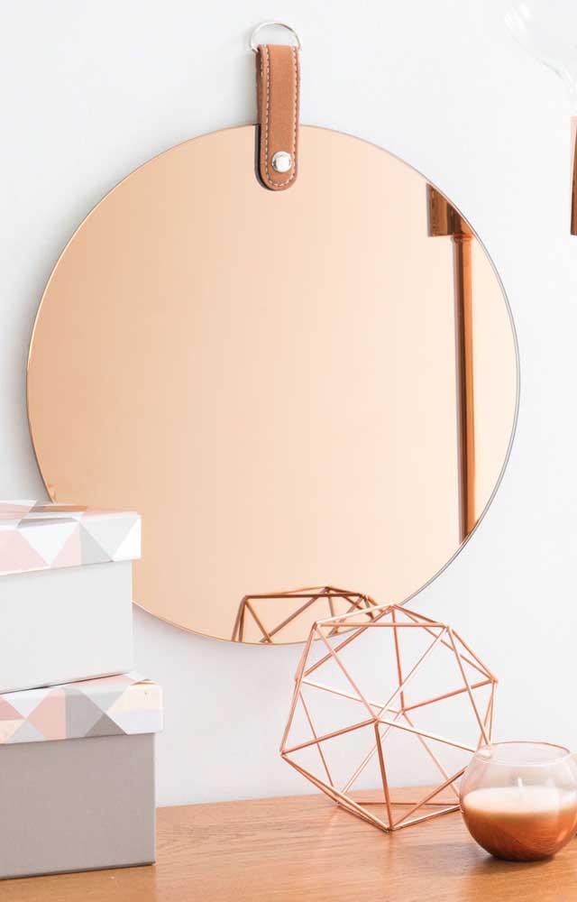 Se você optar por decorar um ambiente com espelho bronze aproveite para inserir outros elementos nessa tonalidade