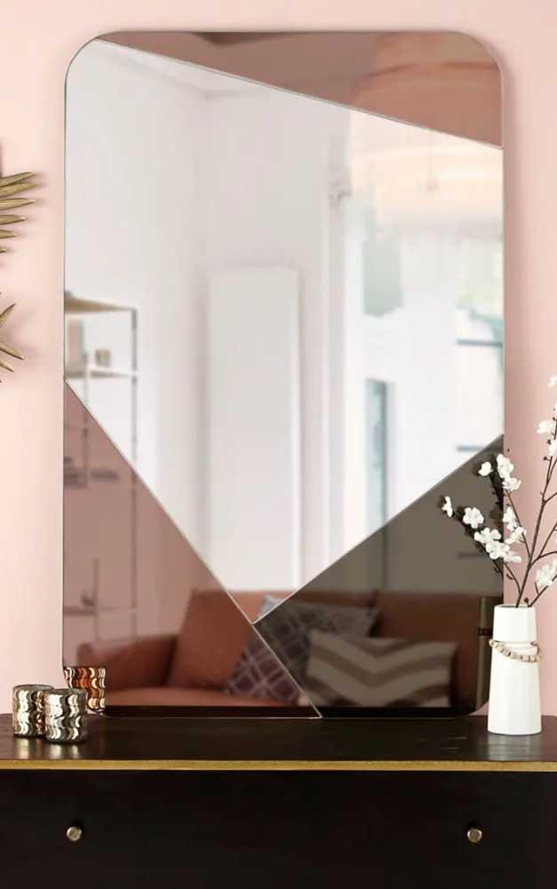 Aqui, três tonalidades de espelho se unem em uma mesma peça: cinza, cobre e fumê