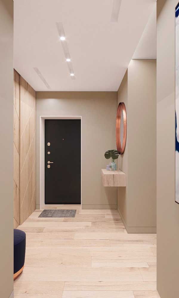 Que luxo esse hall de entrada com o espelho grande na cor cobre