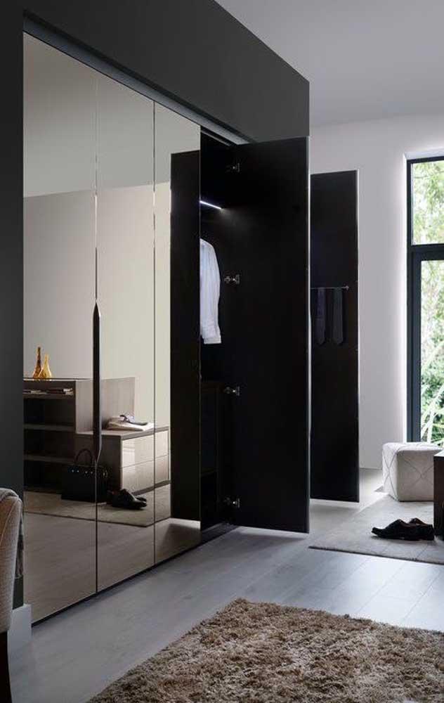 Guarda roupa com revestimento de espelho bronze: uma das melhores maneiras de trazer a peça para dentro do quarto
