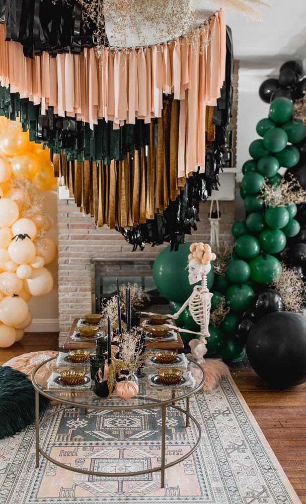 Uma paleta de cores forte e marcante para essa decoração de festa em casa