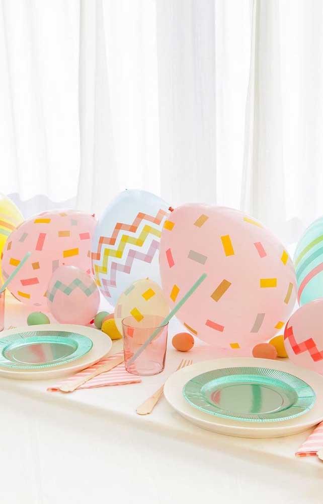 Diferencie os balões comuns com fita adesiva; olha como eles ficam bonitos!