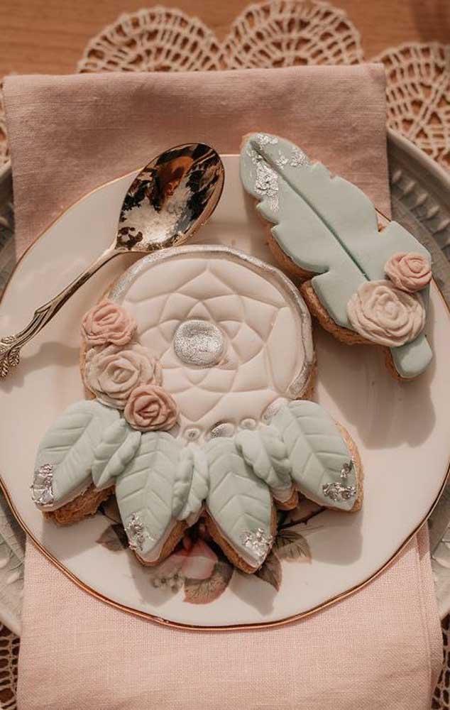 Aqui, os doces seguem o tema da decoração da festa e impressionam os convidados quando chegam na mesa