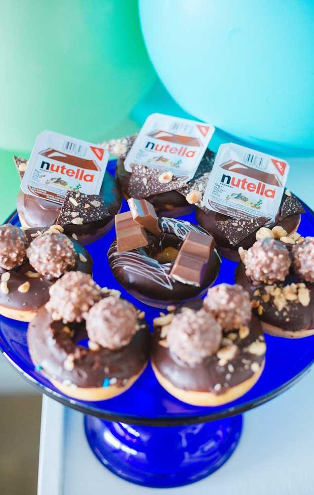 Uma sugestão para servir na festa de dar água na boca: rosquinhas de nutella!