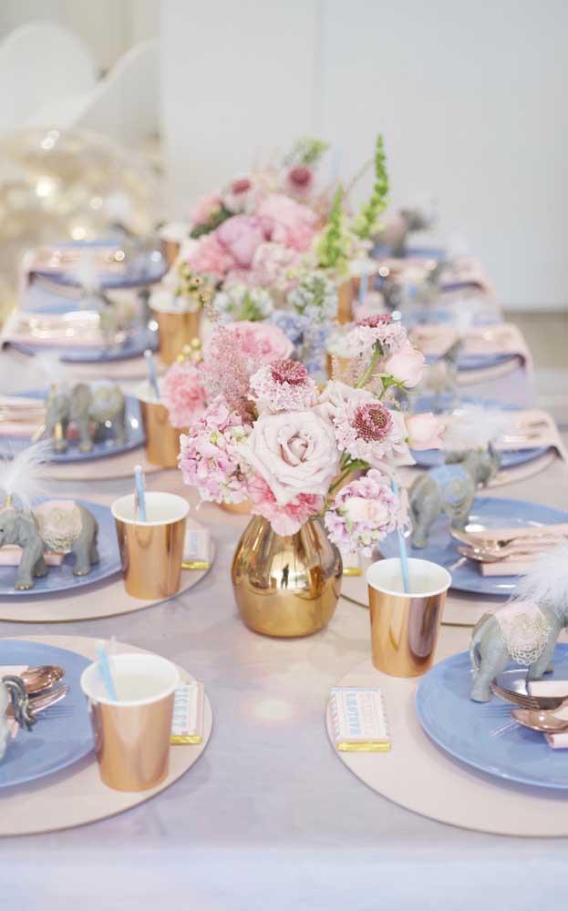 Delicadeza, elegância e simplicidade marcam a decoração dessa outra festa