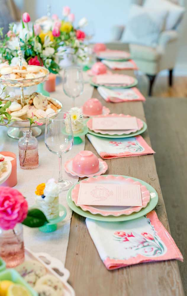 Que delicada essa decoração de festa em tons pastéis; uma inspiração perfeita para um chá de bebê, por exemplo
