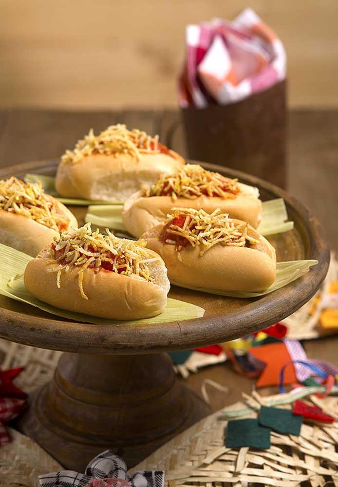 No cardápio de festa junina infantil, não pode faltar cachorro-quente para a criançada.