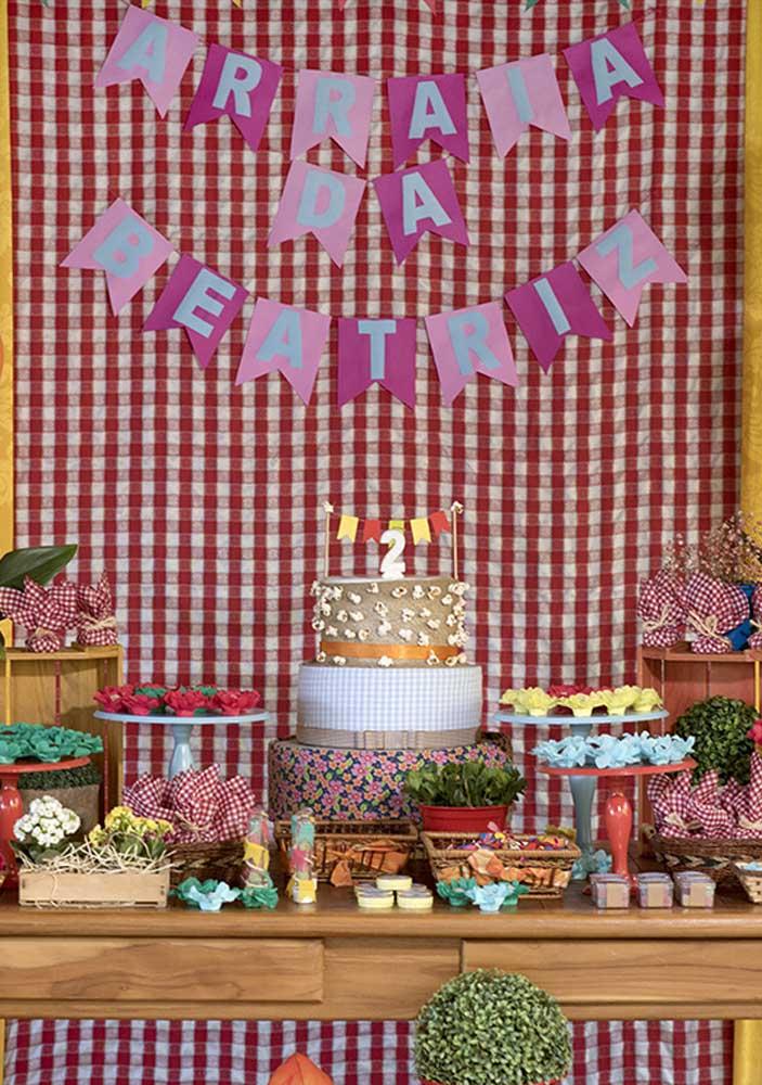 O tecido xadrez pode ser a base para fazer a decoração da festa infantil junina.