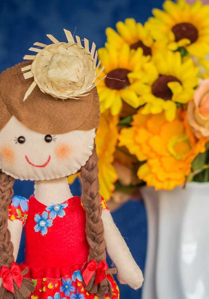 Bonecas e flores fazem uma perfeita combinação para comemorar o São João.