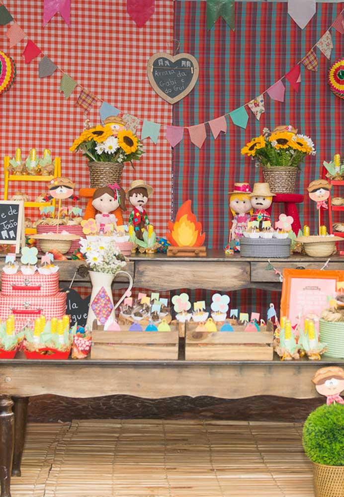 Faça uma decoração de festa junina usando os principais elementos do tema.