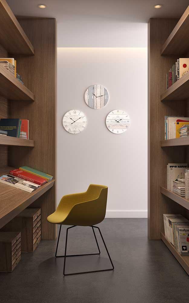 Móveis de design garantem um charme a mais para a biblioteca caseira