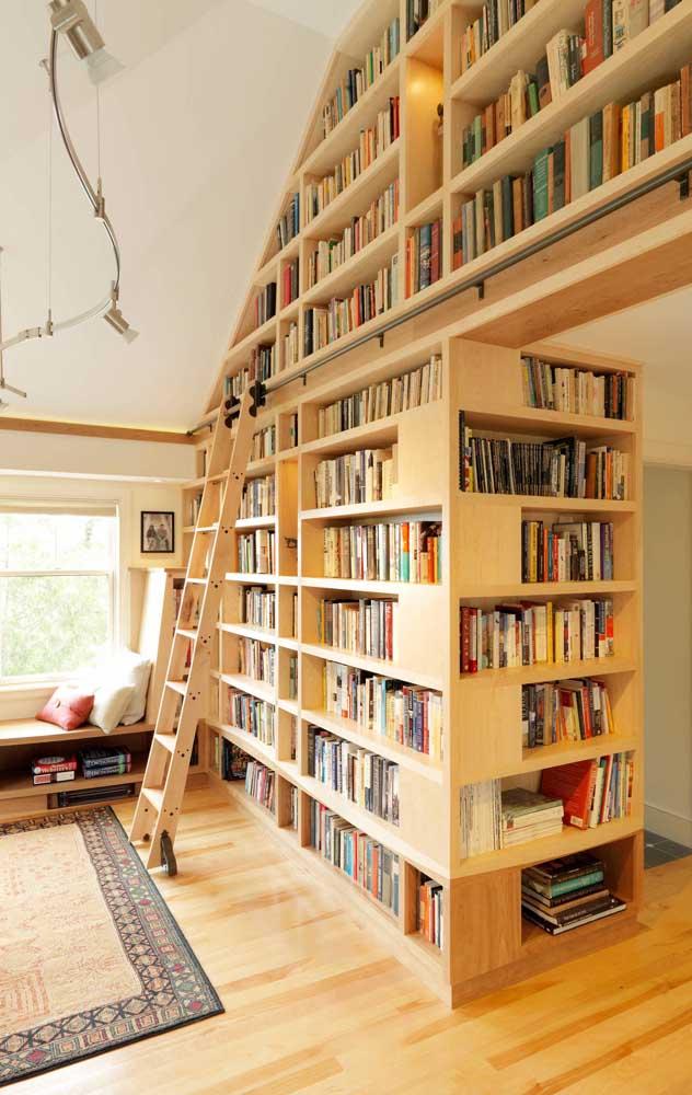 Quem tem espaço de sobra em casa, pode se inspirar nesse modelo de biblioteca particular
