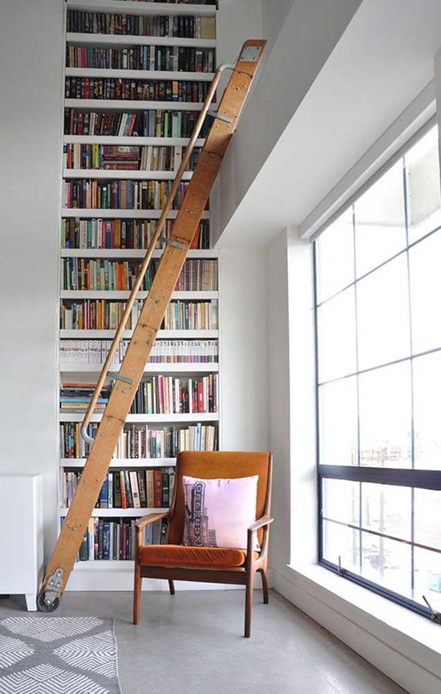 Você não precisa de muitas coisas para ter uma biblioteca, mas o pouco que precisa é indispensável, como uma boa entrada de luz, uma poltrona e, é claro, os livros