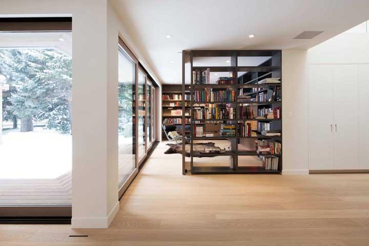 Livros entre os ambientes da casa