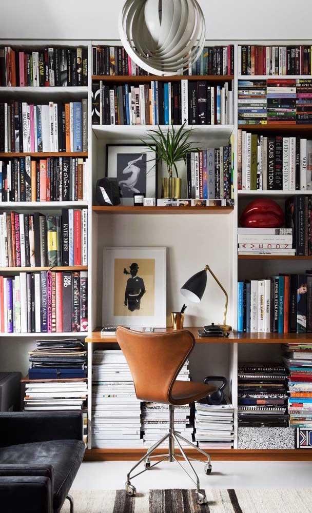 O home office é um ótimo local para montar uma biblioteca particular
