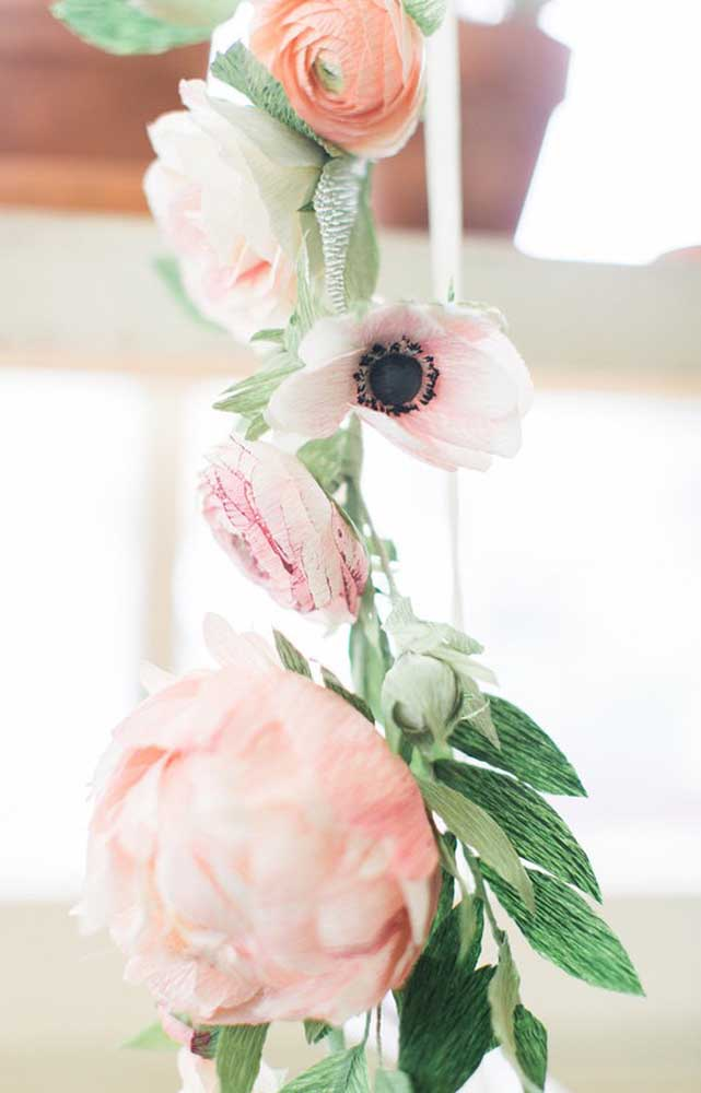Lindas e muito realistas, essas flores de papel são o destaque da festa de bodas