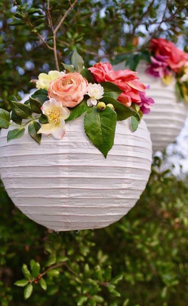 Uma linda opção para decoração das Bodas de Papel são as lanternas chinesas